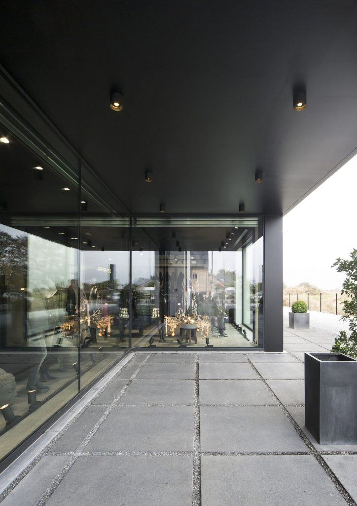 RAY_shop_philmode___architect_eric_franssens_beaufays___belgium_@kris_dekeijser